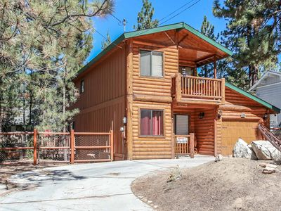 Photo for House in Big Bear Lake with Parking, Internet, Washing machine, Balcony (983466)