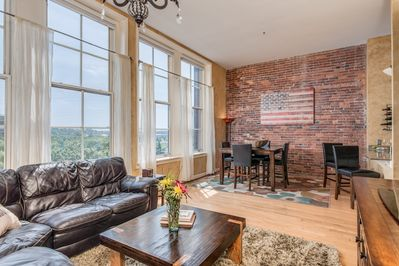 Beautiful Downtown Condo Overlooking River Walk To Restaurants Music More Downtown