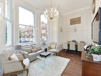 Photo for Stunning 2 Bed Duplex Apartment in Central London Sleeps 5