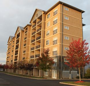 Family Getaway and Mountain Views On The Parkway In Downtown Pigeon Forge!