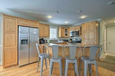 The home features 4 bedrooms, 2.5 bathrooms, and amenities like a full kitchen.