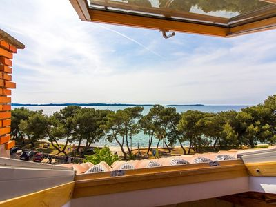 Photo for Apartment on the seafront for 5 persons with sea views and great views of the promenade of Fazana