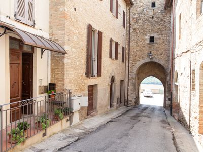 Photo for Stunning medieval vllage townhouse close to Perugia