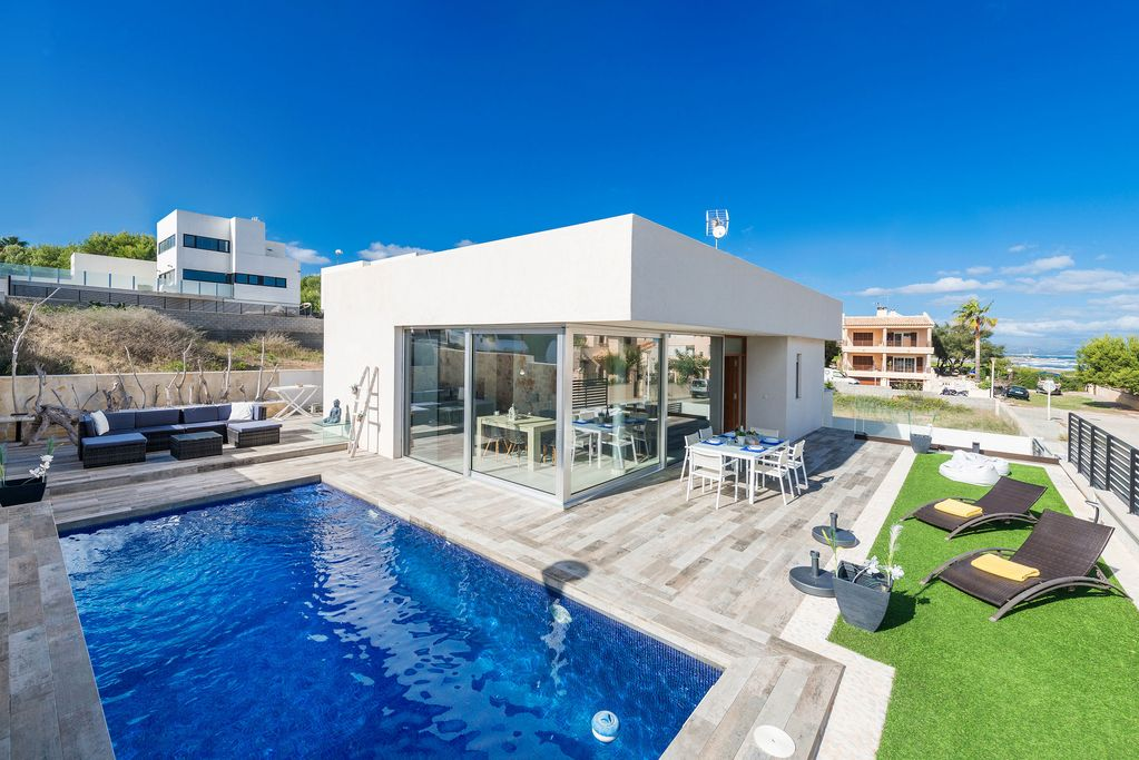 Modern Holiday Home Directly On The Sea Casa Es Mollet Son