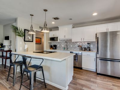 Photo for Heart of Old Town Scottsdale! 3 bd/2 bath-POOL/HOT TUB. Shopping & Baseball