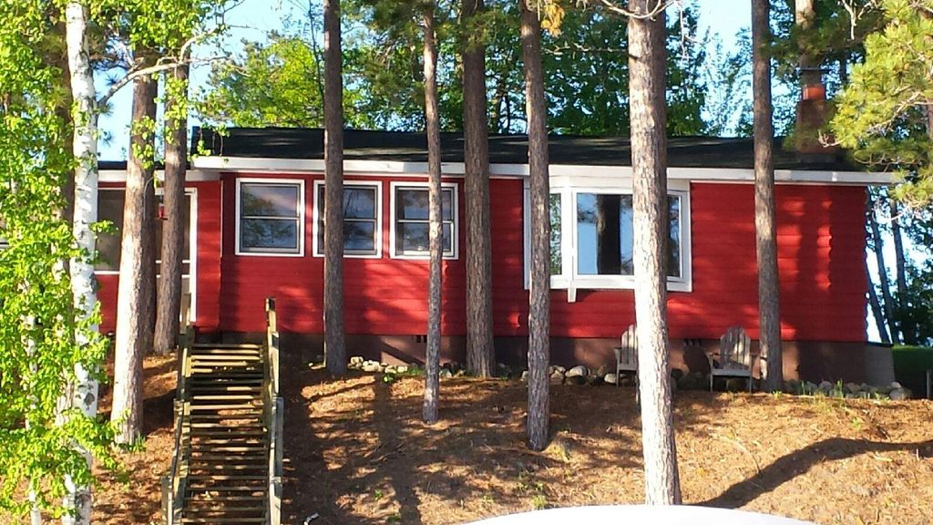 Lakefront cabin lund fishing boat paddleboat canoe for Fishing cabin rentals wisconsin