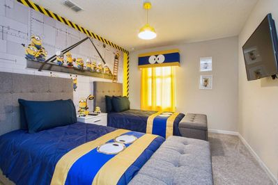 Beautifully Furnished Brand New Townhome w/ Mickey and Minion Themed Rooms!  Splash Pool, BBQ, WIFI!! - Kissimmee