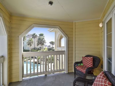 The Dawn 933 is a 2 bedroom 2 bath, sleeps 8 - great views of beach and pool!