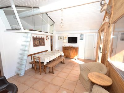 Photo for Cosy central top floor 2 bed apt + mezz, up to 10 opposite the slopes!