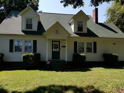 Historical 5-Bedroom Home Near Uptown Charlotte, NC & Airport