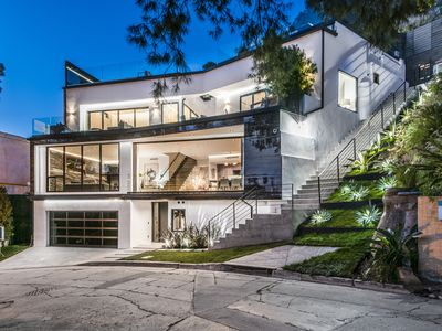 Photo for Modern Hollywood Hills with Roof Deck & 65' Infinity Edge Pool
