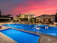 Extremely well maintained, clean, comfortable apartment with fabulous swimming pool