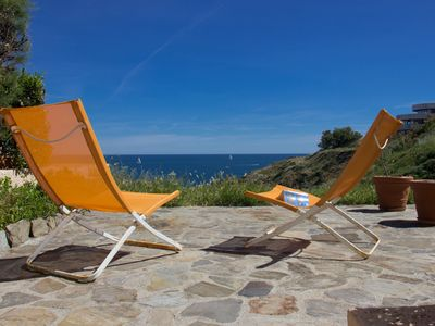 Photo for 2 sleeps Apartment facing the sea with large patio and direct access to the sea