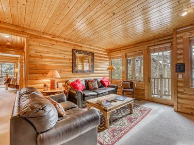 Photo for Prime mountain condo with private hot tub & shared pool - walk to slopes!