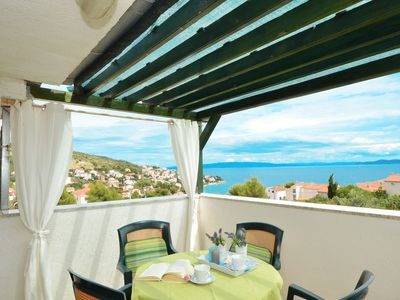 Photo for VILLA ROZANA, 4 bedroom apartment with sea view
