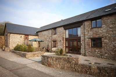 Wagtail Cottage is a spacious barn conversion sleeping 8 with a sofabed for +2