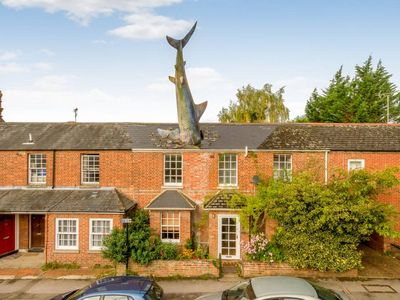 Photo for The Shark House, Oxford, Central Headington - Sleeps 12 Guests, 4 Bathrooms