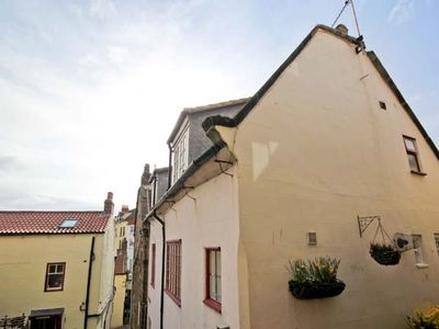 Photo for BRINCLIFFE COTTAGE, family friendly in Robin Hood's Bay, Ref 903579