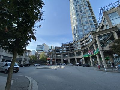 Photo for Huge 3br 2ba With Office, Balcony, Pool, Near Waterfront and Transit