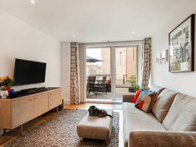 Photo for Stunning 2 Bed Apt w/Patio nr Blackfriars