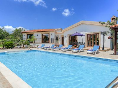 Villa Chariklia-Detached spacious Villa includes a private pool, a sauna & WI-FI