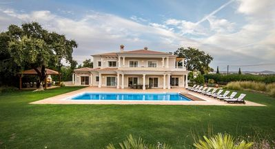 Photo for Luxurious 5 bedroom villa close to Vale Do Lobo