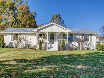 Photo for Cozy Cottage located in Franklin, TN on six acres