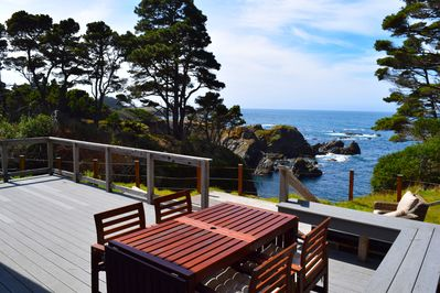 Have your morning coffee and breakfast looking at the Pacific ocean