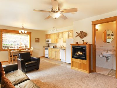 Photo for Red Mountain 18C - 1 BR Condo with 2 Bathrooms, Private Hot Tub, Mountain Views