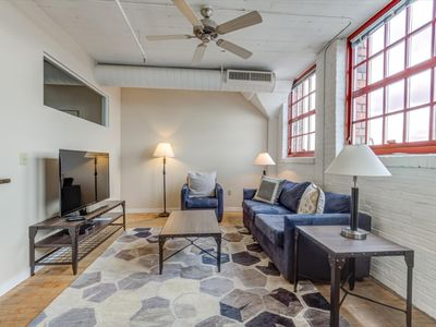 Photo for Downtown Cleveland Beautiful 2 Bedroom Apartment