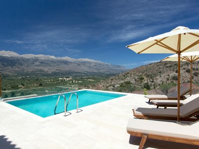 Photo for Luxury villa with pool and gorgeous mountain view