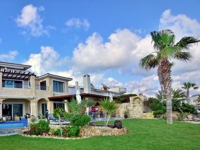 Photo for This 6-bedroom villa for up to 12 guests is located in Coral Bay and has a private swimming pool, ai