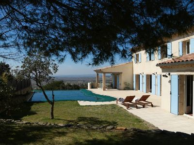 Photo for Unique villa with swimming pool and exceptional views of Provence