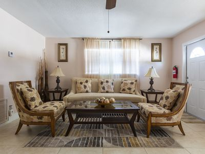 Photo for Beautifully Renovated Palm Beach Gardens Apartment