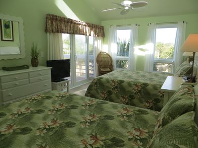 Master Bedroom w/ 2 Queen beds and flat screen TV w/ cable - Golf Front