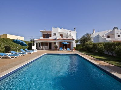Photo for Villa Feliz - 3 Bedroom 3 Bathroom Villa with large pool and garden in Albufeira