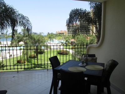 Photo for Breezy & Beautiful Bay View Grand Condo on the Beach