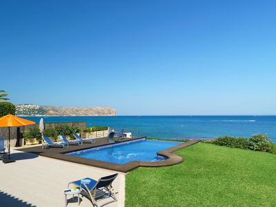 Photo for Stunning private villa for 10 guests with A/C, WIFI, private pool, TV and parking