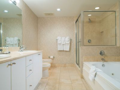 Photo for Apartment in the center of Sunny Isles Beach with Internet, Pool, Air conditioning, Lift (130995)
