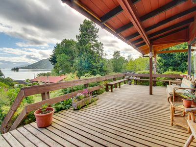 Rustic, lakefront house w/ stunning views & nearby beach access - dogs ok!