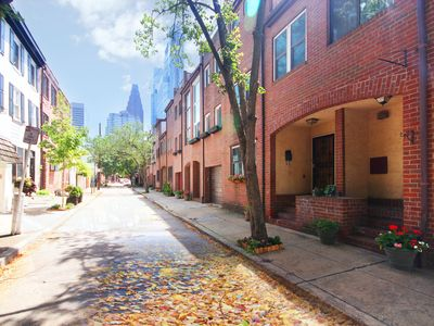 City Center, 3-Bedroom Townhouse w/Parking