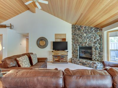Photo for Cabin-style home w/ private hot tub, shared pool, & tennis plus SHARC access