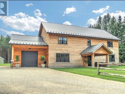 Photo for Modern Rustic -  9 min to Blue Mountain - Featured in House and Home magazine - new build