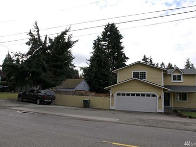 Photo for Beauty 4 beds room, next to golf course, shops, restaurants, downtown and more.