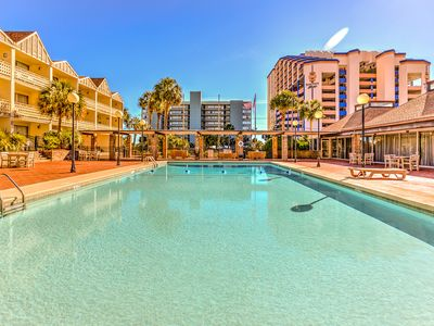Cross street to beach,use all Caravelle amenities!