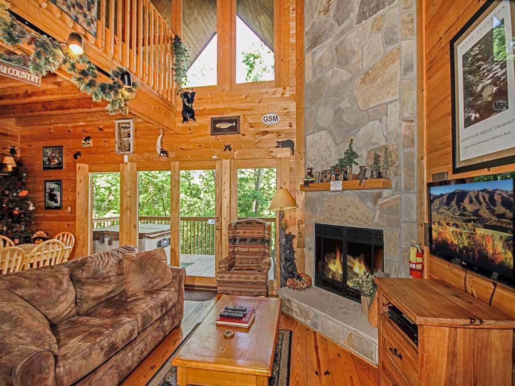 Bear country cabin 2 bedrooms sleeps 6 private foosball hot tub vrbo for 8 bedroom cabin with indoor pool