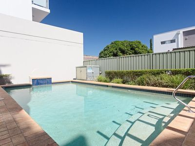 Photo for 1 'Peninsula Waters', 2-4 Soldiers Point Road - Aircon, pool & massive outdoor area