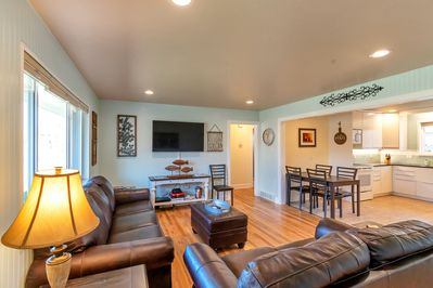Open concept kitchen and living space, great space for families and friends.