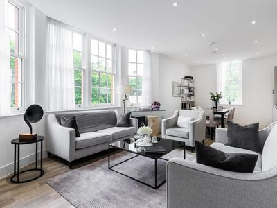 Photo for Stylish 2 bed / 2 bath flat next to Battersea Park