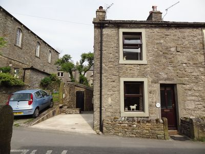 Photo for Oak Cottage - 2 minutes walk from centre of Grassington with parking